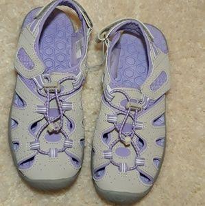 NWOT Girls Khombu Close Toe Water Shoes Size 4